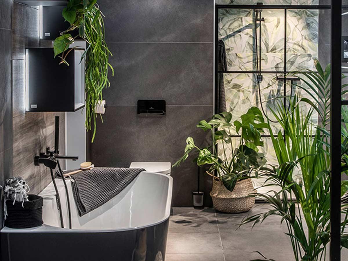 bagno nero con piante