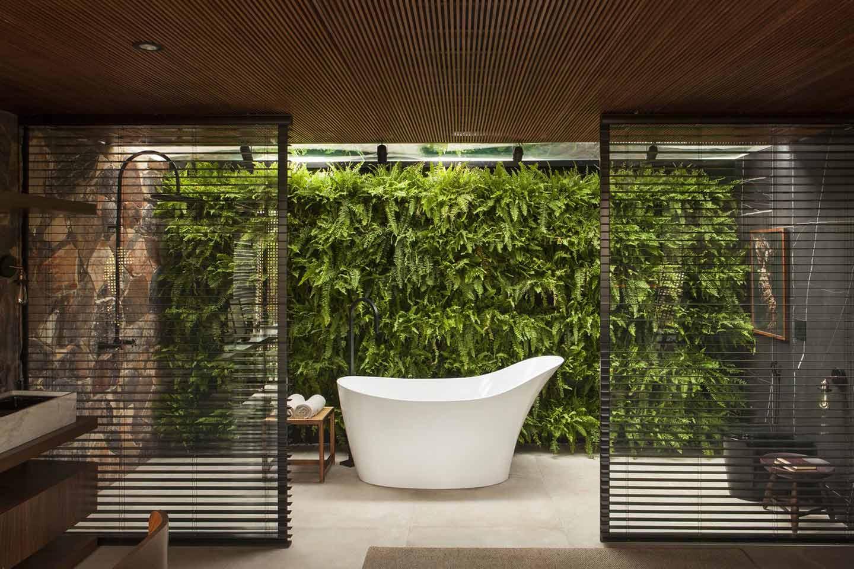 bagno naturale con parete verde