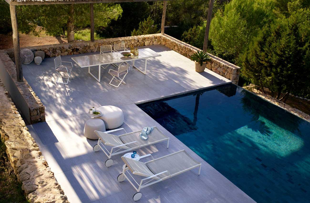 arredamento a bordo piscina