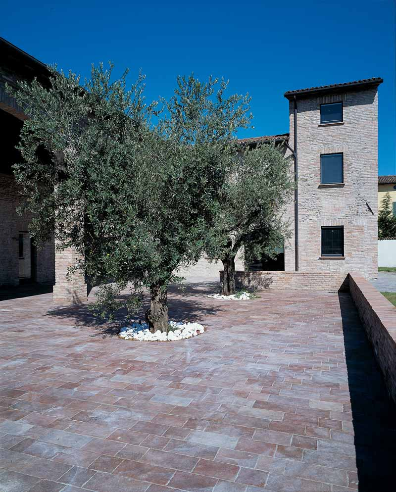 cortile interno cascinale del 900