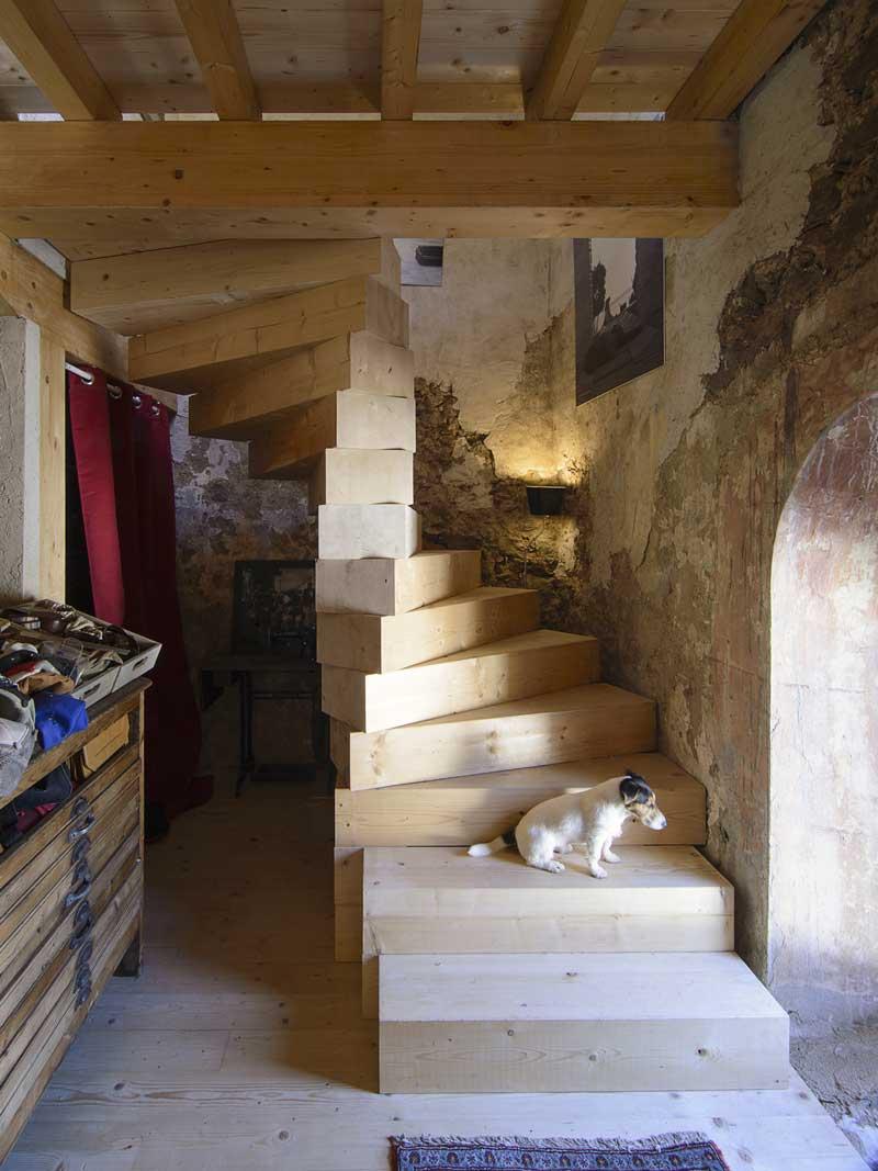 Iglesias de Tas la scala in legno artigianale
