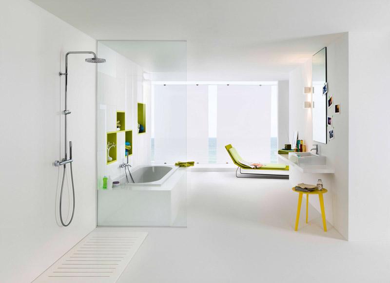 bagno moderno con doccia e vasca da bagno