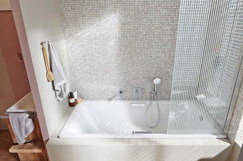 vasca da bagno con doccia integrata