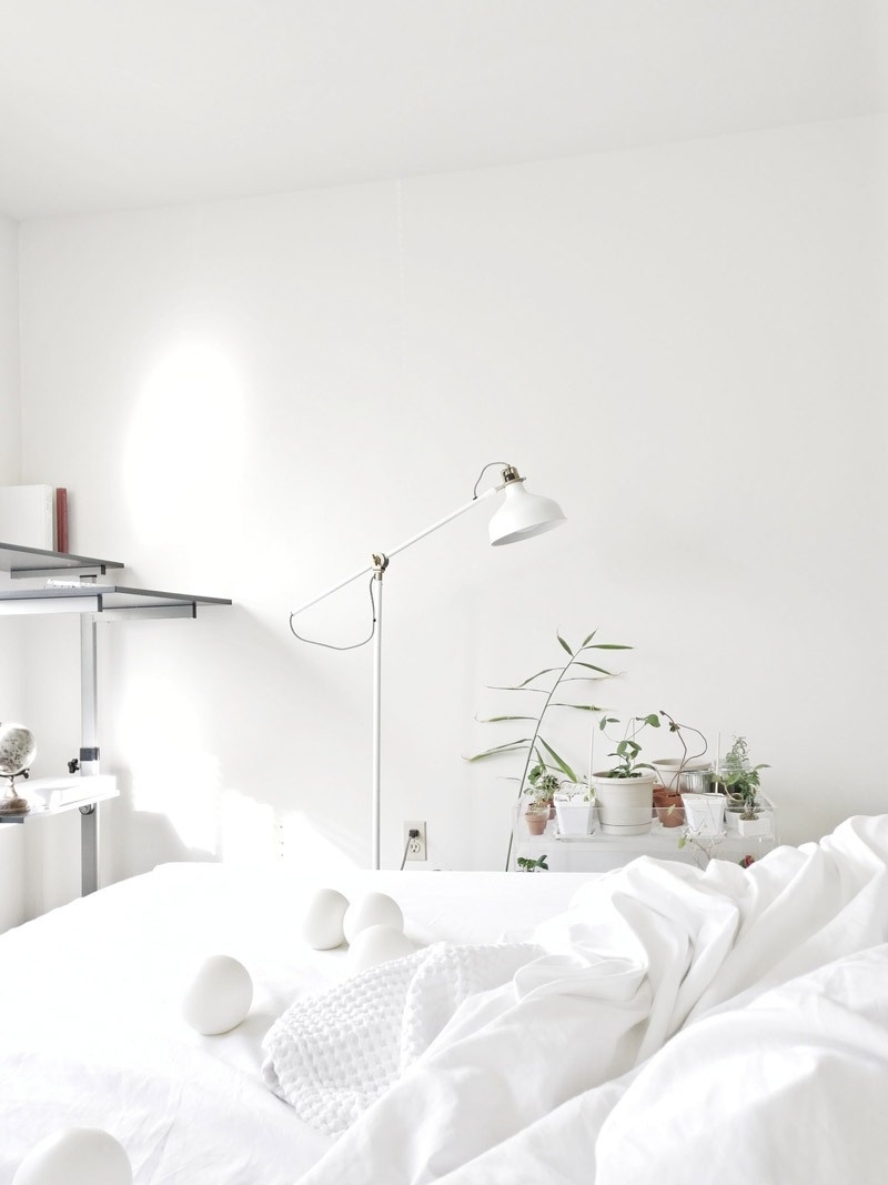 bedroom white walls