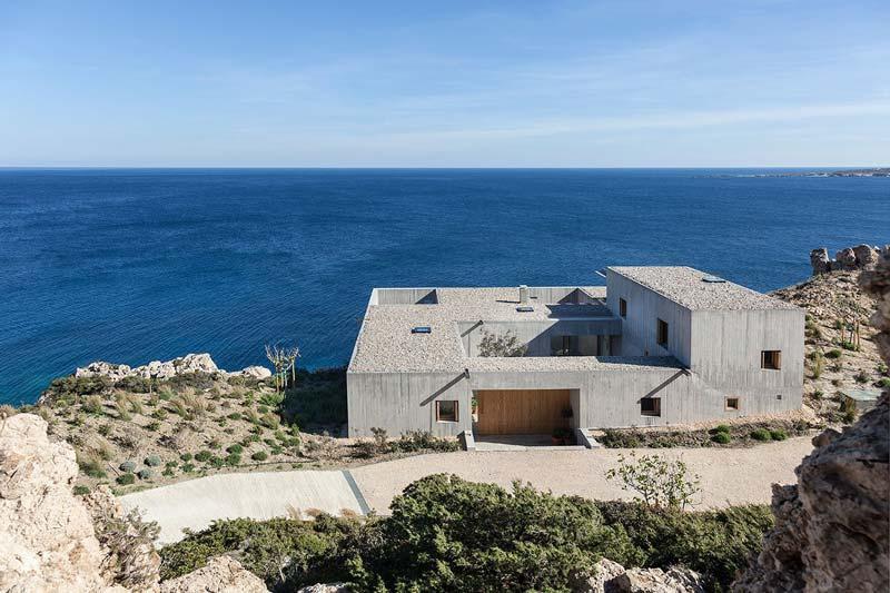 villa contemporanea in cemento vista mare