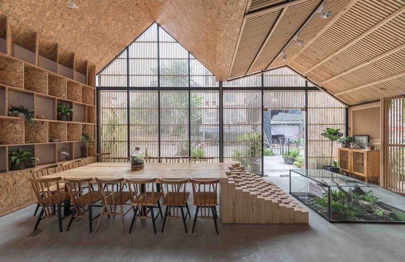 grande tavolo in legno sostenibile