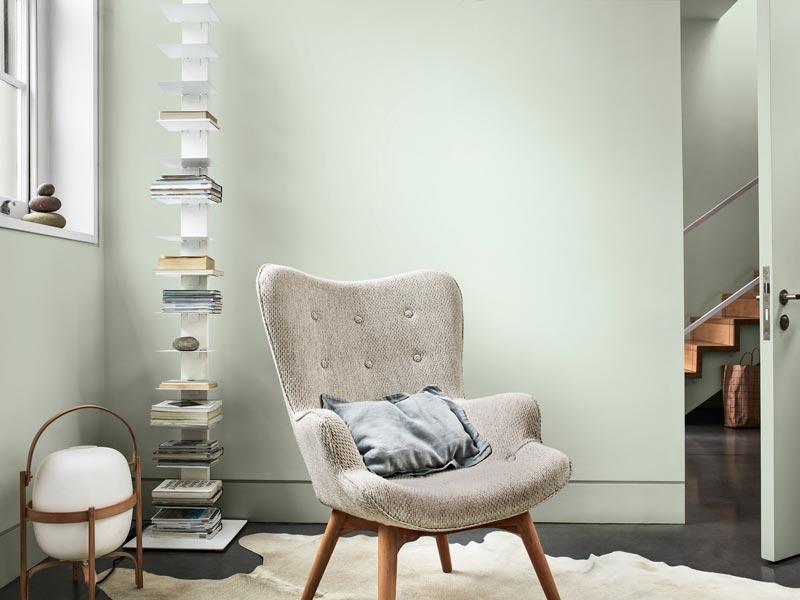 angolo lettura con pareti color tranquil dawnparete a