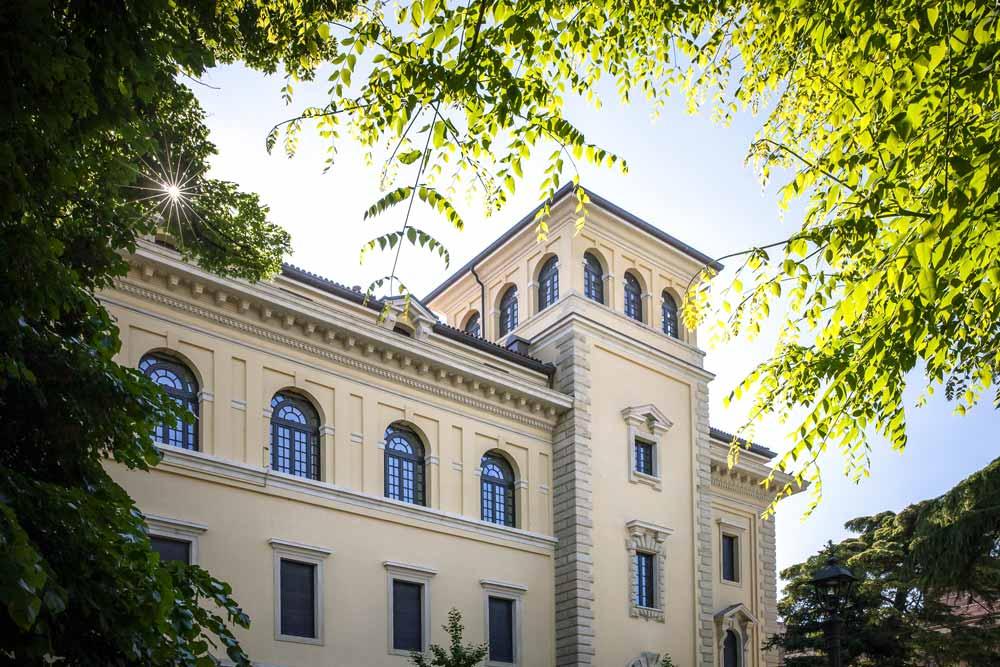 Palazzo del 1927 restaurato a Verona