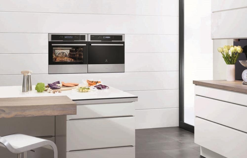 cucina con forno e abbattitore di temperatura