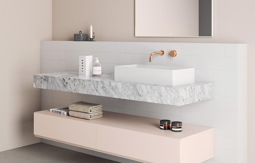 piano d'appoggio in marmo per lavabo bagno
