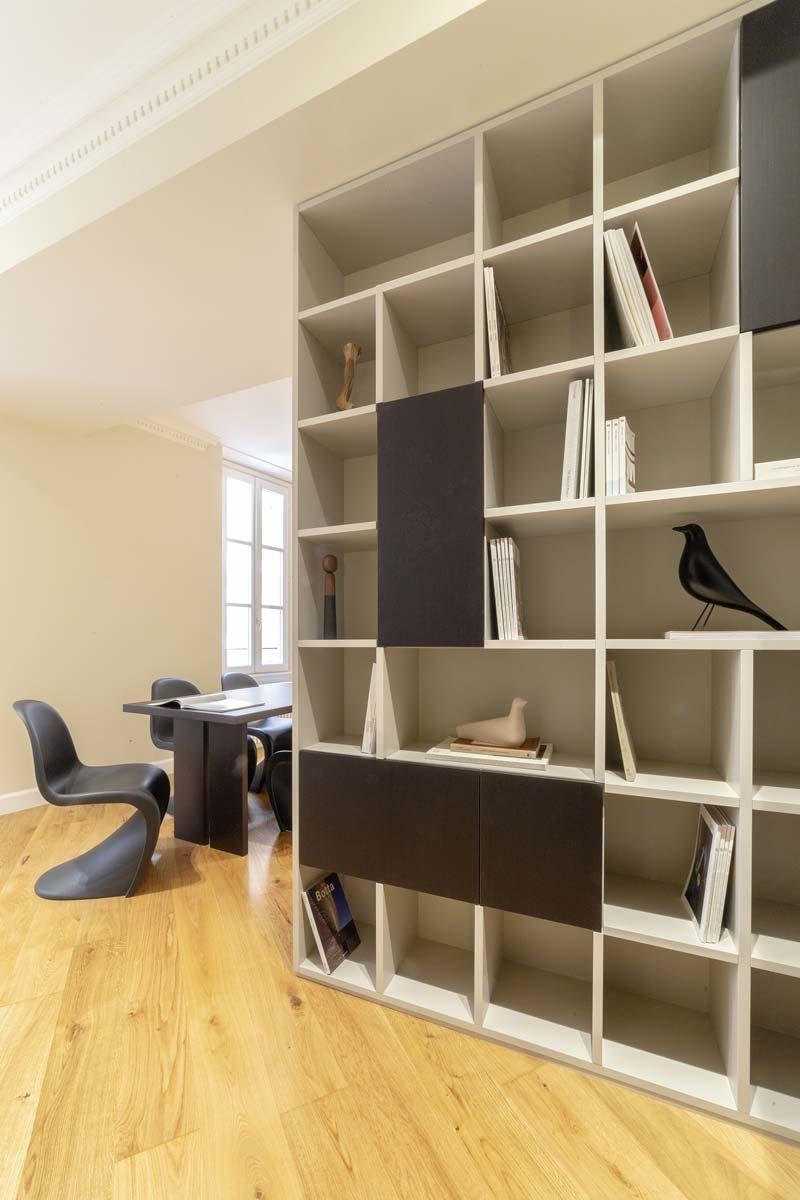 libreria per separare ingresso e living