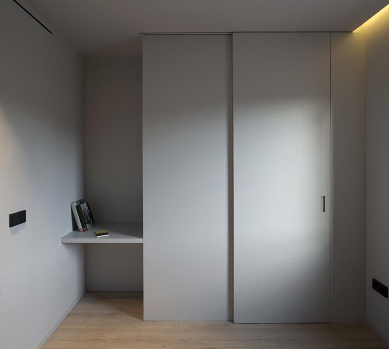 parete con porta scorrevole camera da letto di casa PA
