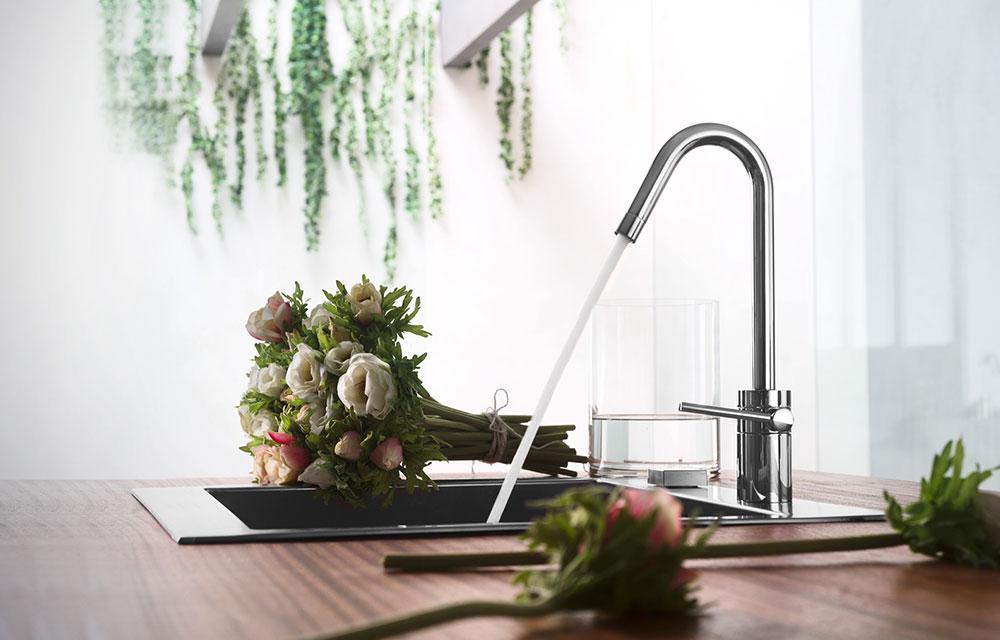 rubinetto cucina in acciaio inox design moderno