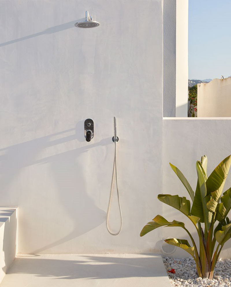 doccia all'aperto in giardino
