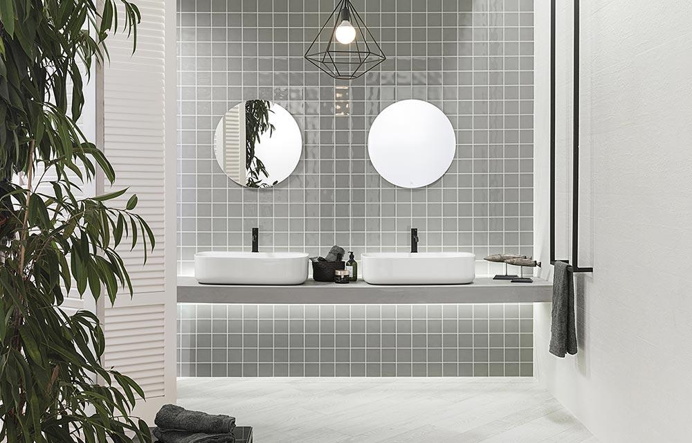 bagno moderno con doppio lavabo