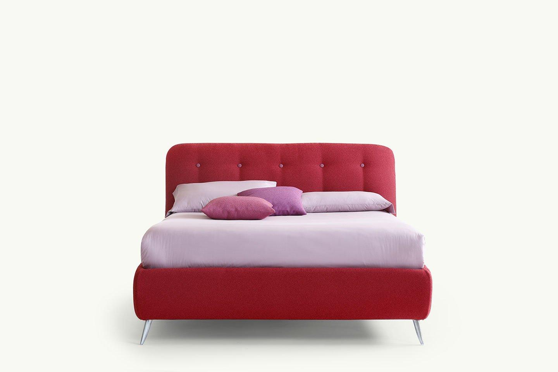 letto in tessuto rosso