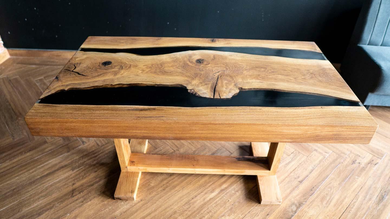 Verniciare Un Tavolo Di Legno tavolo in legno e resina fai da te