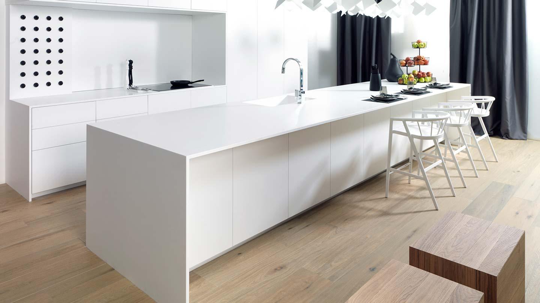 cucina bianca e minimalista