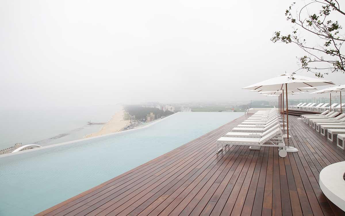 pavimento legno Ipè a bordo piscina