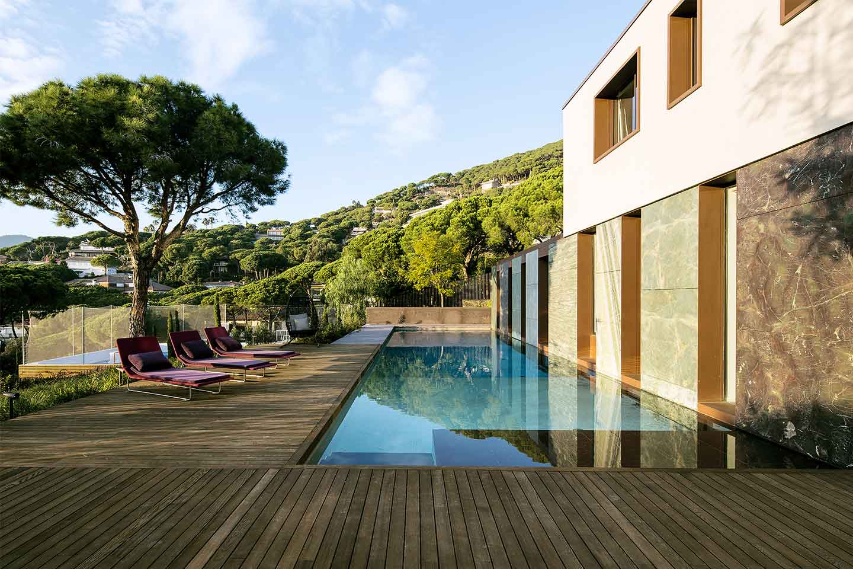 pavimento legno bordo piscina