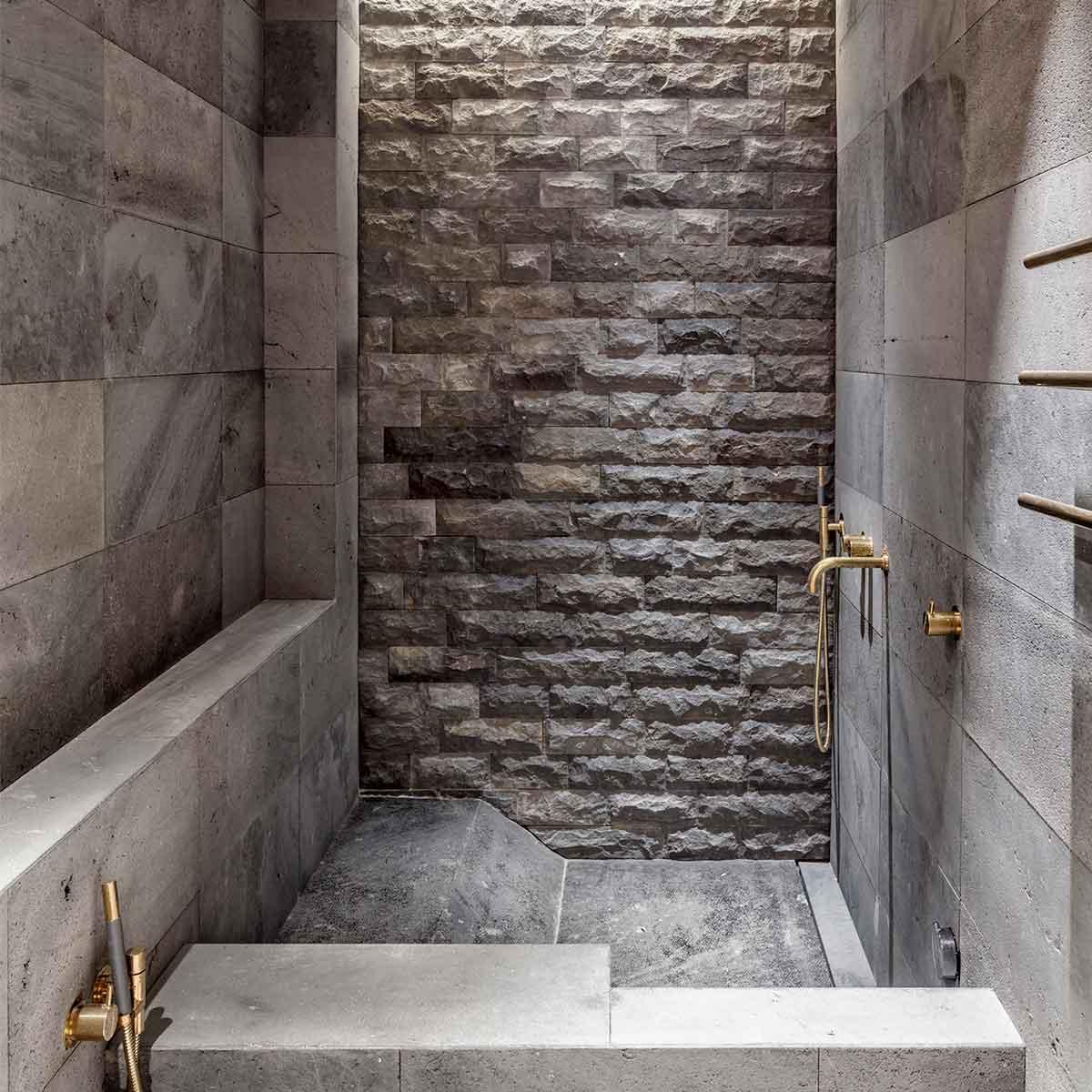 bagno in pietra appartamento d'epoca ristrutturato