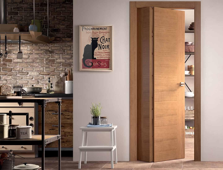porta in legno con ate pieghevoli