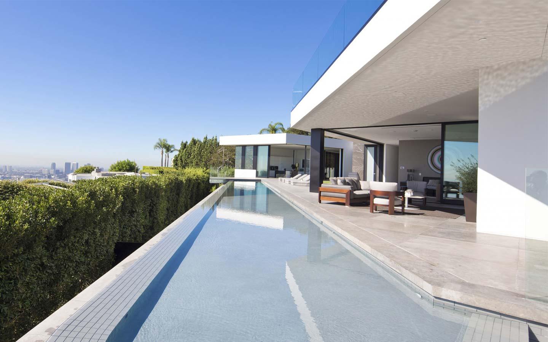 piscina a sfioro villa lussuosa a Los Angeles