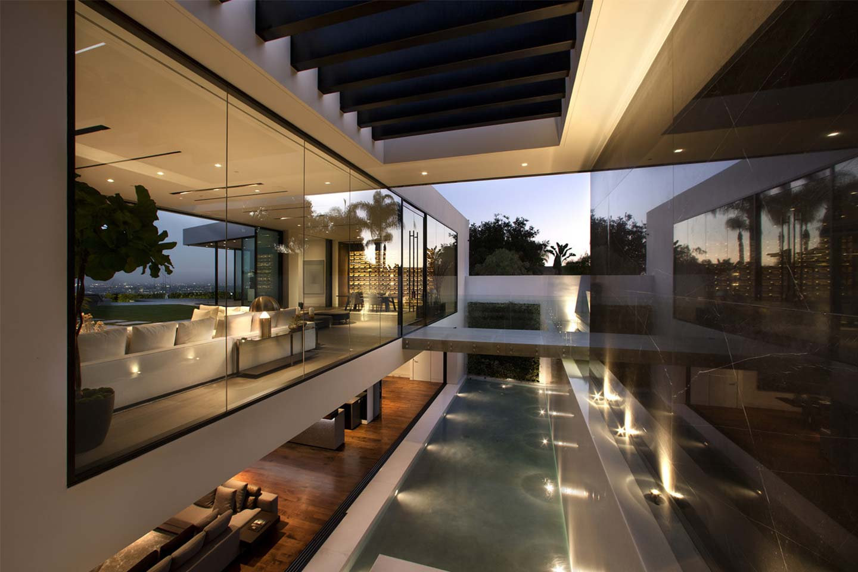 esterno villa lussuosa a Los Angeles