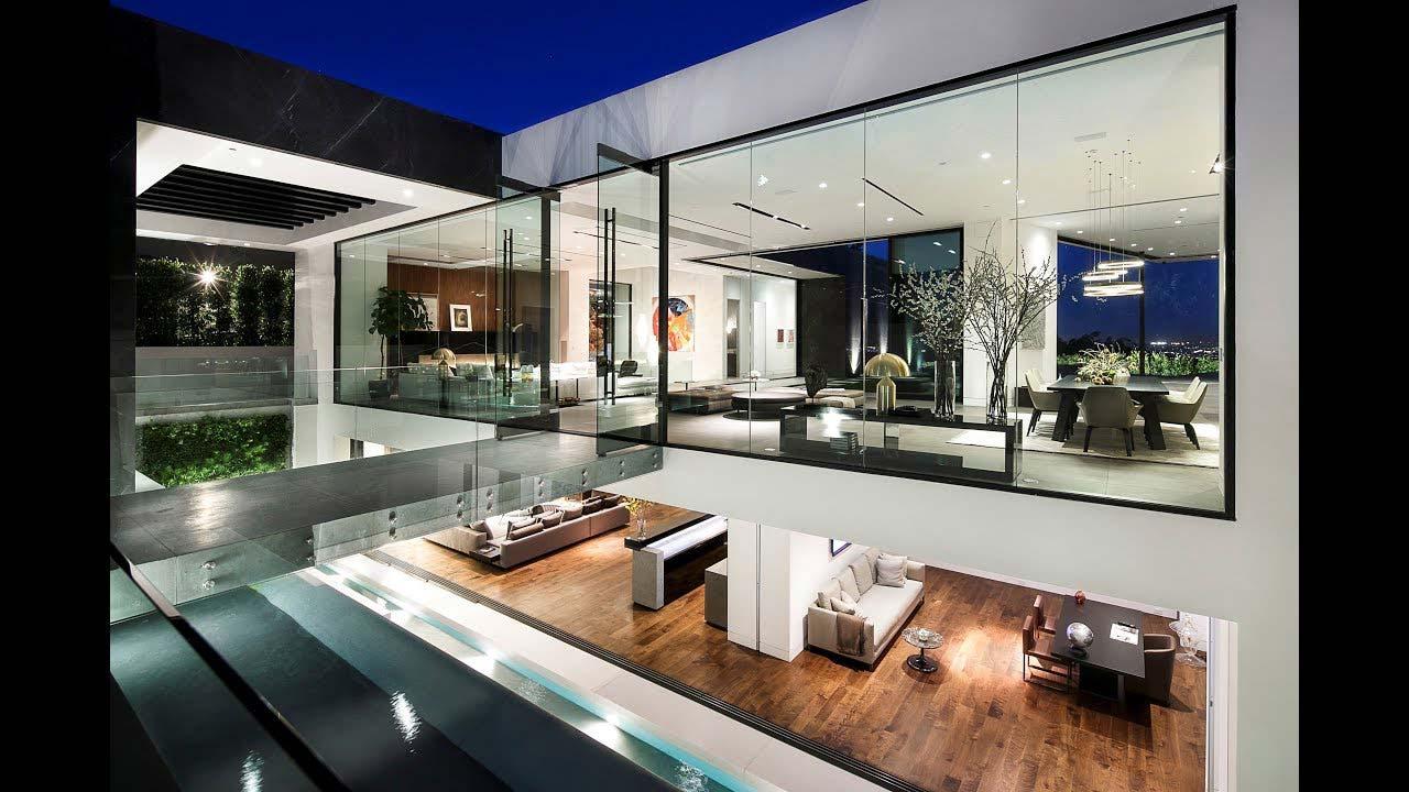 pareti vetrate villa lussuosa a Los Angeles