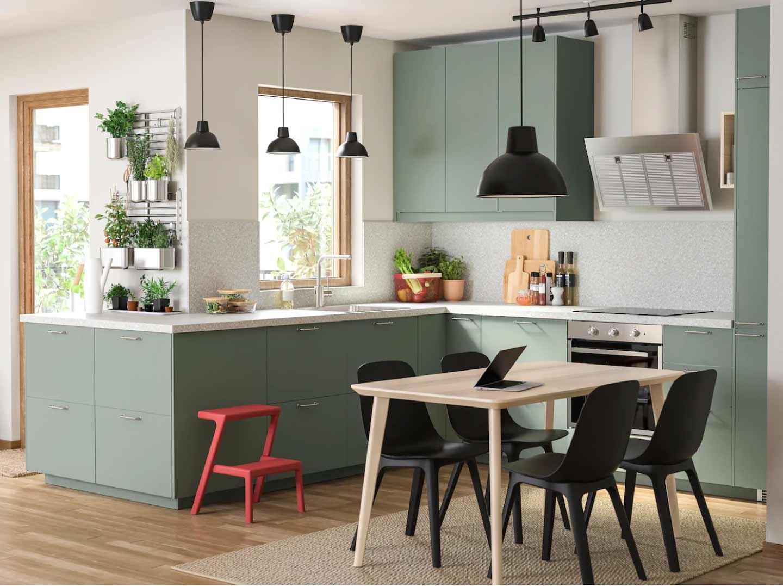 cucina realizzata con materiali riciclati