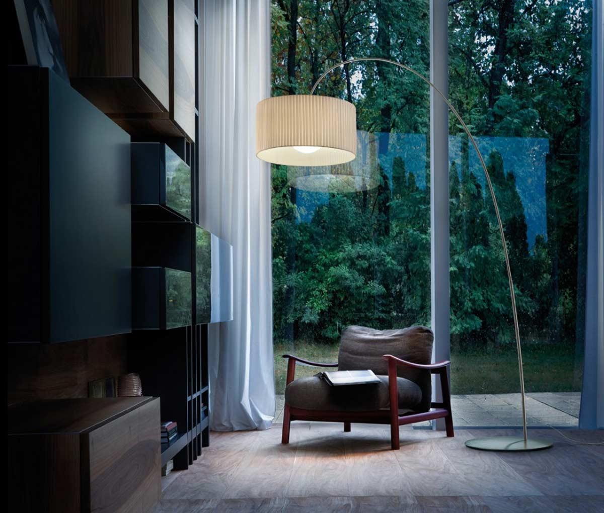 lampada da terra per angolo lettura