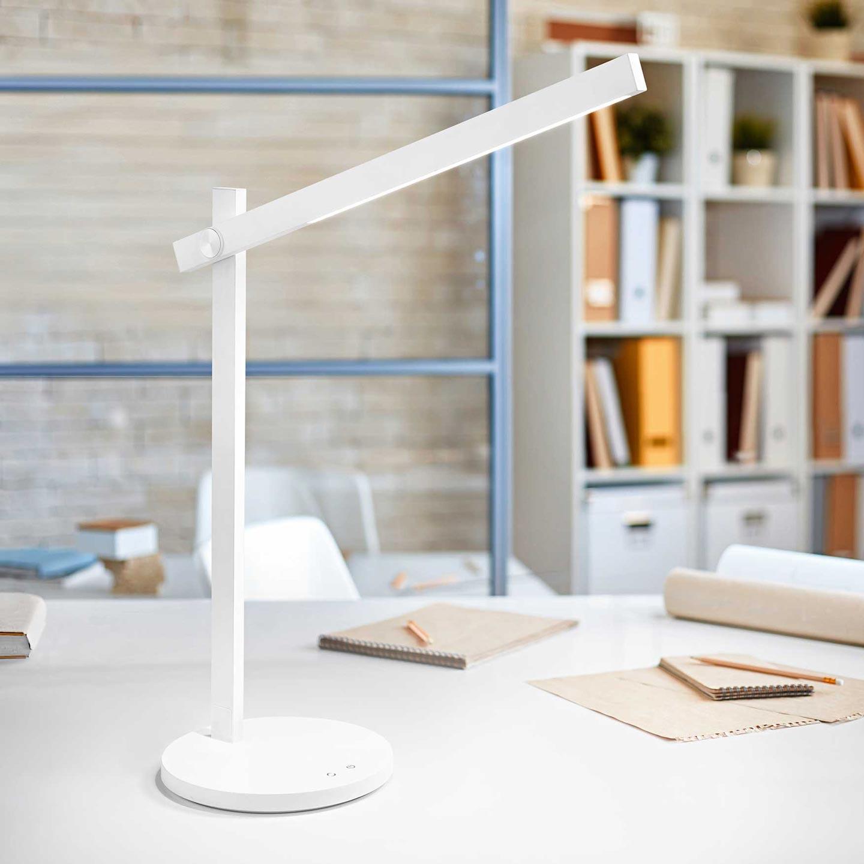 lampada da scrivania orientabile e minimalista