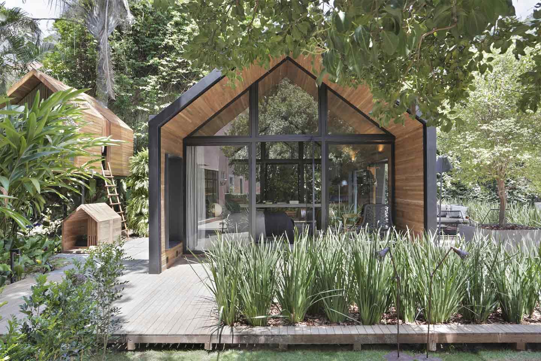 casa prefabbricata in giardino