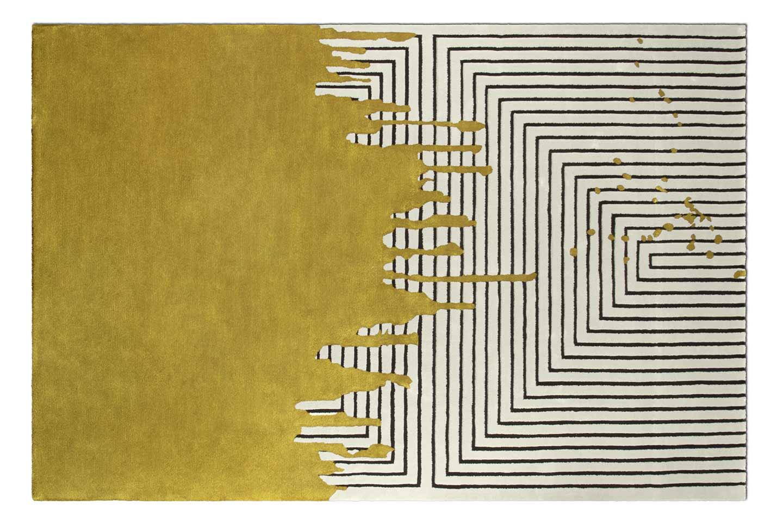 tappeto artigianale a motivi geometrici e colore giallo