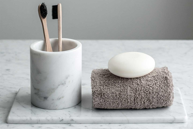 accessori bagno in marmo bianco