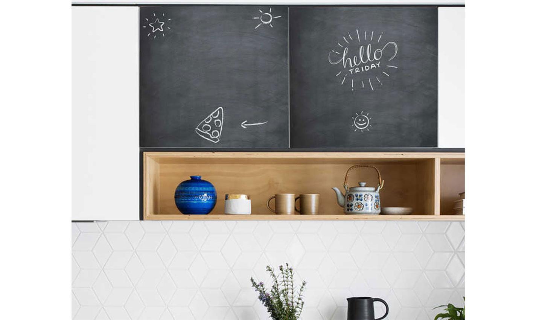 carta adesiva effetto lavagna in cucina