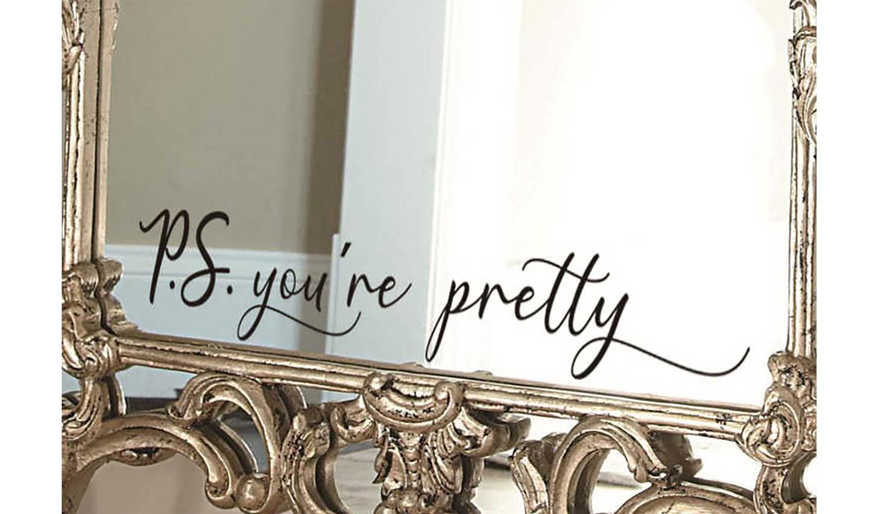 sticker applicato sullo specchio
