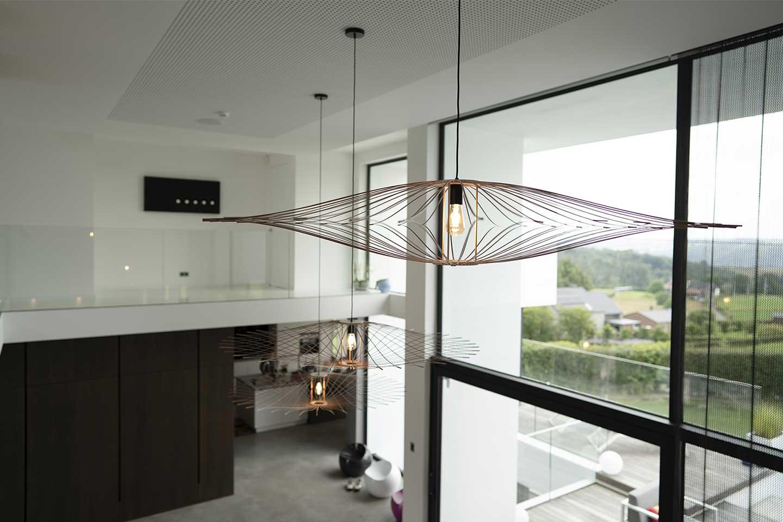 lampada a sospensione in legno