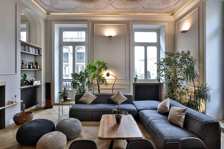 soggiorno classico con arredi contemporanei