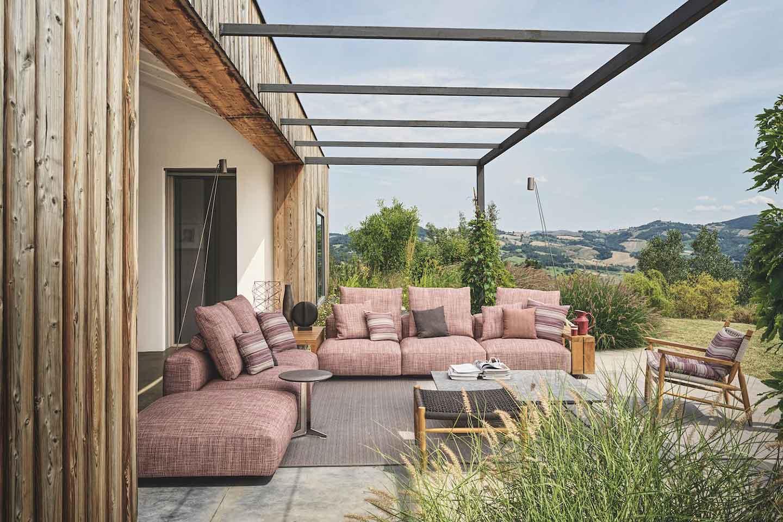 portico con divani Flexform