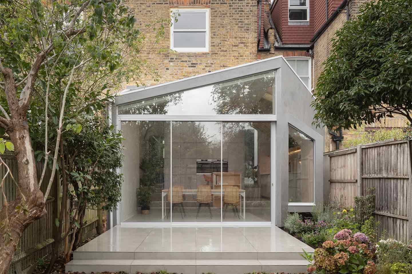 Quarter Glass House by Proctor e Shaw