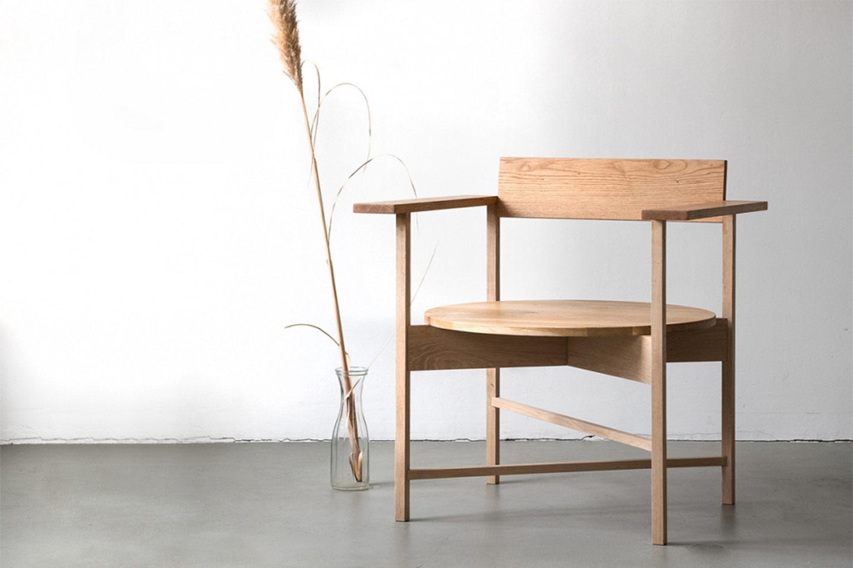 poltrona legno design scandinavo