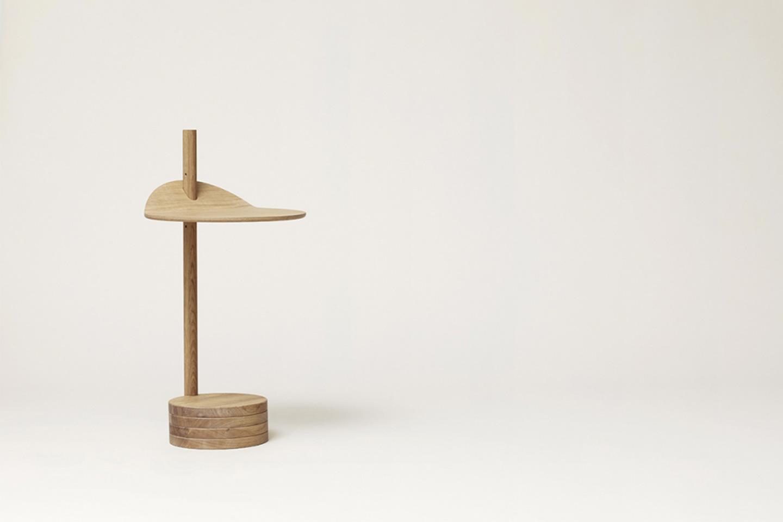 tavolino in legno minimalista