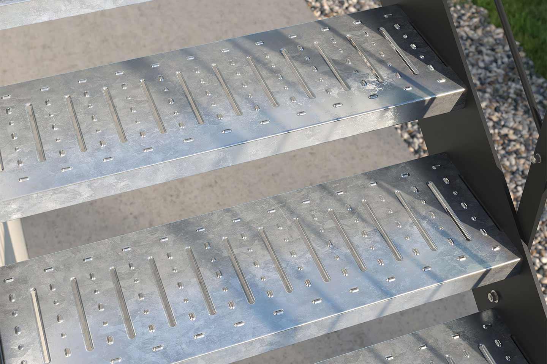 scala esterna con gradini zincati