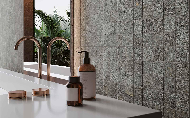 piastrelle gres effetto pietra nel bagno