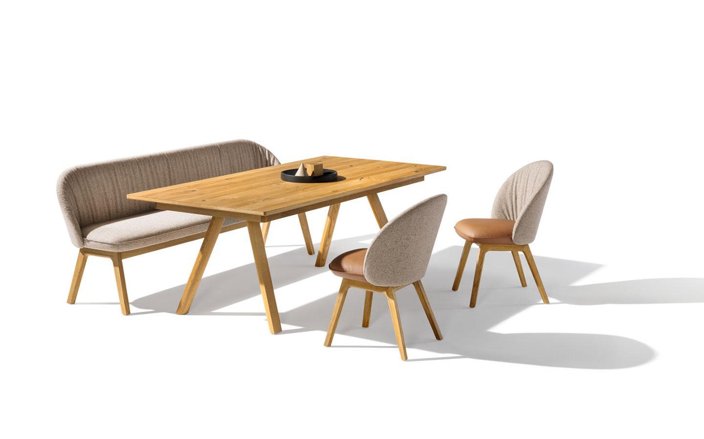 tavolo legno naturale con panca e sedie