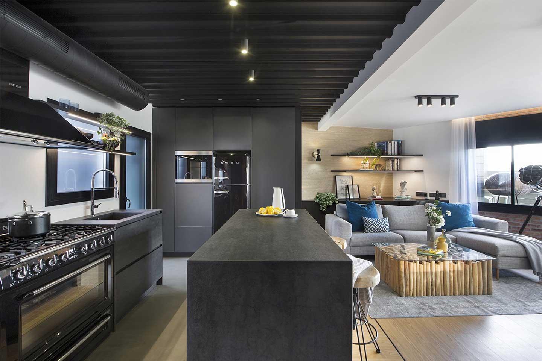 cucina con isola nera