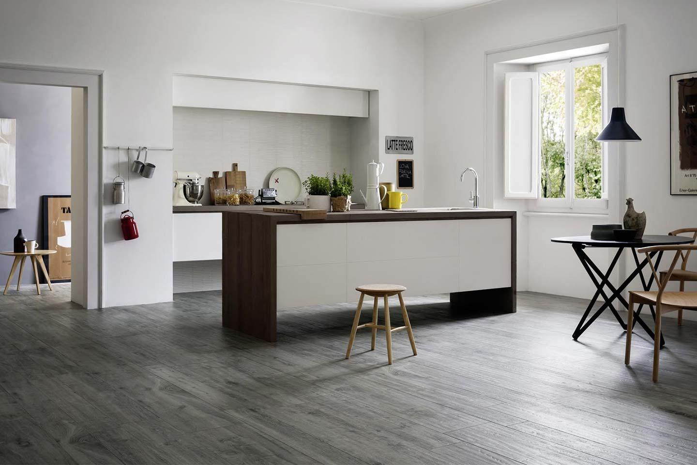 gres porcellanato effetto legno in cucina