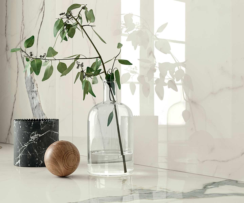 parete cucina gres effetto marmo bianco