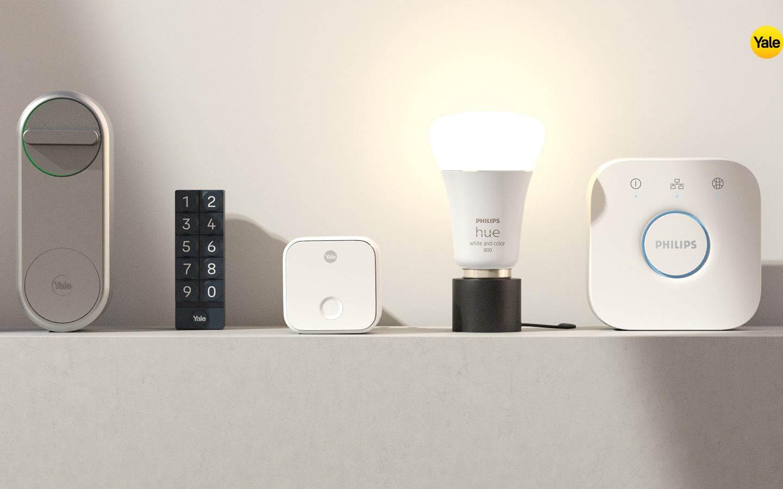 dispositivi smart home Yale e Philips Hue